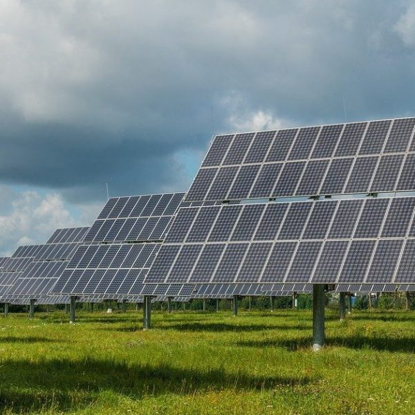 photovoltaic-system-2742304_960_720